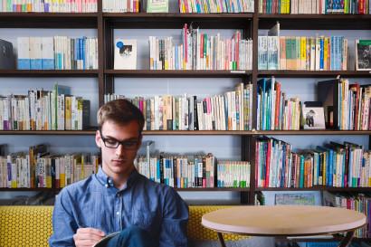 library-entrepreneur-startup-man-planing-business-1435601-pxhere.com