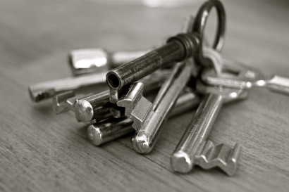 open-white-old-home-key-metal-1133748-pxhere.com